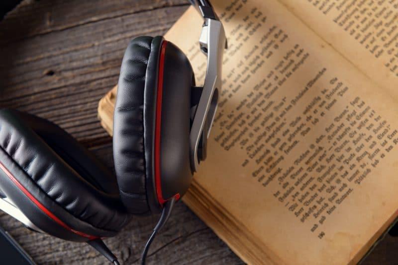 تسجيلات صوتية لروايات اجنبية لتحسين مستواك في اللغة