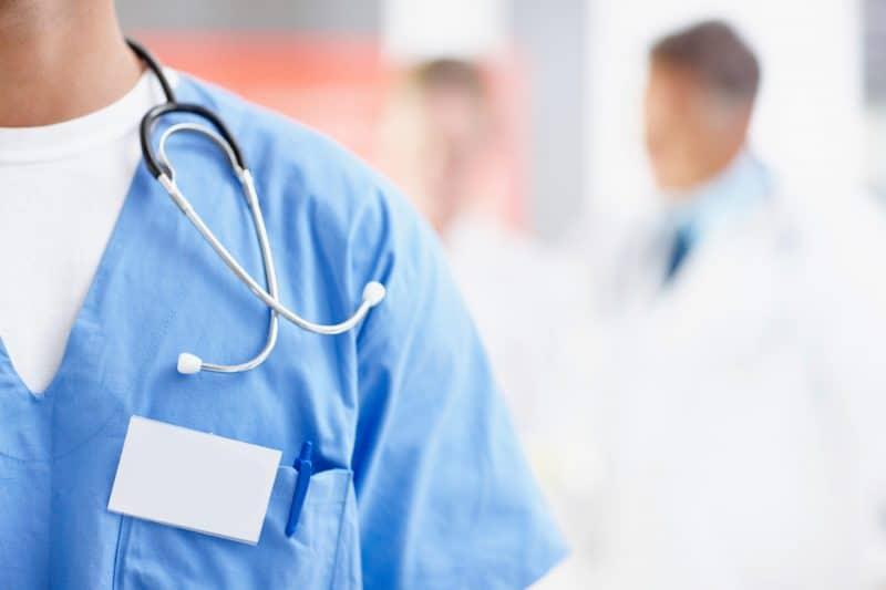 كل ماتريد معرفته عن كلية الطب البشري وأقسامها وطرق الدراسة بها